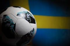BAKU AZERBEJDŻAN, LIPIEC, - 06, 2018: Kreatywnie pojęcie Urzędnik Rosja 2018 pucharów świata futbolowa piłka Adidas Telstar 18 Za Obrazy Royalty Free