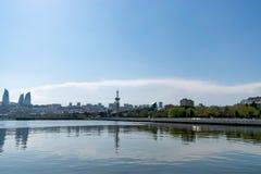 Baku Azerbejd?an, Kwiecie?, - 13, 2019: Baku p?omie? G?rowa?em jest wysokim drapacz chmur w Baku, Azerbejd?an obraz stock