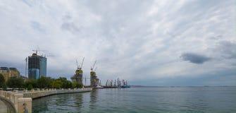 Baku-Bucht, Ansicht zum Seehafen Lizenzfreie Stockfotografie