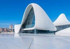 BAKU 27 DE DEZEMBRO: Heydar Aliyev Center sobre Fotografia de Stock