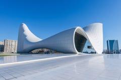BAKU 27 DE DEZEMBRO: Heydar Aliyev Center sobre Foto de Stock Royalty Free