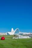 BAKU 27 DE DEZEMBRO: Heydar Aliyev Center sobre Imagens de Stock