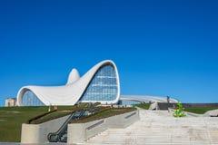 BAKU 27 DE DEZEMBRO: Heydar Aliyev Center sobre Fotos de Stock