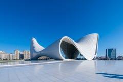 BAKU 27 DE DEZEMBRO: Heydar Aliyev Center sobre Imagem de Stock