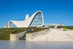 BAKU 27 DE DEZEMBRO: Heydar Aliyev Center sobre Imagem de Stock Royalty Free
