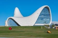 BAKU 27 DE DEZEMBRO: Heydar Aliyev Center sobre Foto de Stock