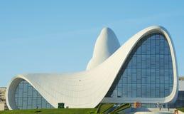 BAKU 17 DE MAYO: Heydar Aliyev Center el 17 de mayo de 2015 en Baku, Azer Fotografía de archivo libre de regalías