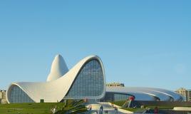 BAKU 17 DE MAYO: Heydar Aliyev Center el 17 de mayo de 2015 en Baku, Azer Imagen de archivo libre de regalías