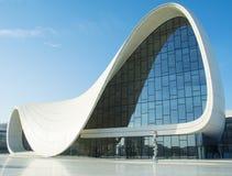 BAKU 17 DE MAYO: Heydar Aliyev Center el 17 de mayo de 2015 en Baku, Azerbaijan Fotografía de archivo libre de regalías