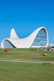 BAKU DECEMBER 27: Heydar Aliyev Center på Royaltyfri Fotografi