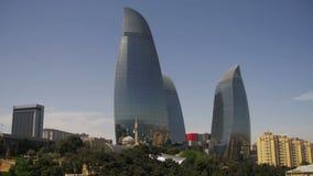 Baku Embankment, Ansicht der Flamme ragt, Aserbaidschan hoch stock video