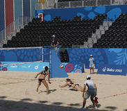 BAKU EUROPÉ GAMES-JUNE 20,2015-BEACH VOLL FÖR AZERBAIJAN-THE FÖRSTA Arkivfoton