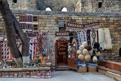 Baku - huvudstaden av den europeiska OS:en för sommar 2015, gamla stadsgator Arkivbilder