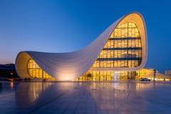 BAKU JULI 20: Heydar Aliyev Center på Juli 20 Arkivfoton
