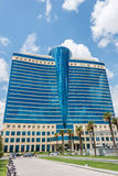 Baku - JULI 18, 2015: Hilton Hotel på Juli 18 i Baku, Azerbaija Fotografering för Bildbyråer