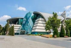 Baku - JULI 18, 2015: Parkera boulevardköpcentret på Juli 18 Royaltyfria Bilder
