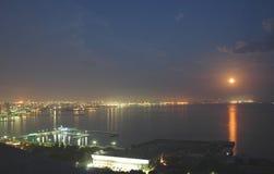 Baku stad bij nacht royalty-vrije stock foto's
