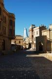 Baku vieja y nueva imagenes de archivo