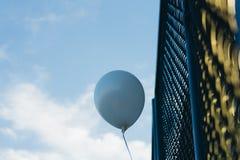 Balão azul do hélio fotos de stock