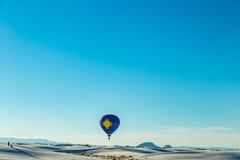 Balão branco 2016 com convite das areias Foto de Stock