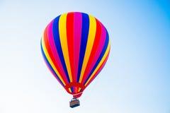 Balão colorido no céu Imagens de Stock Royalty Free