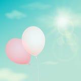 Balão cor-de-rosa no céu do fundo Filtro do vintage do vetor Imagens de Stock