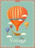 Balão de ar quente do vintage no vetor do céu Fotografia de Stock Royalty Free