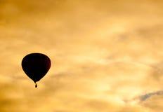 Balão de ar quente mostrado em silhueta Fotos de Stock Royalty Free