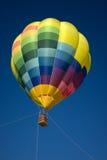 Balão de ar quente no céu azul Imagens de Stock