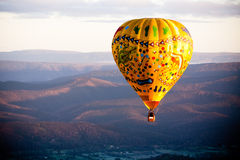 Balão de ar quente no nascer do sol Imagem de Stock