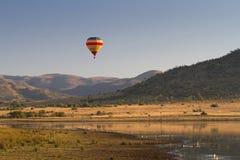Balão de ar quente no parque nacional de Pilanesberg Imagem de Stock