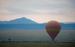Balão de ar quente sobre o Masai Mara foto de stock royalty free