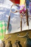 Balão de ar quente vazio da cesta apronte para o photomanipulation fotos de stock