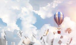 Balão de ar quente de voo no ar Imagens de Stock Royalty Free