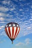 Balão de estrelas e de ar quente das listras fotografia de stock royalty free