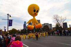Balão do pássaro de Tweety na parada de Philly Fotografia de Stock