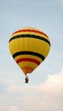 Balão listrado amarelo fotografia de stock royalty free