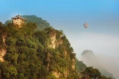 Balão no alvorecer em Li Valley Fotos de Stock Royalty Free