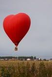 Balão sob a forma do coração no céu Fotos de Stock