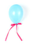 Balón de aire azul con la cinta. Imagen de archivo libre de regalías
