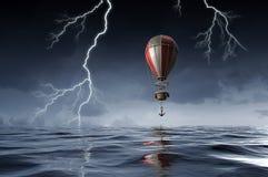 Balón de aire sobre el agua Técnicas mixtas Foto de archivo