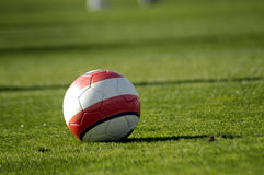 Balón de fútbol imagenes de archivo