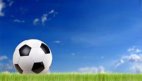 Balón de fútbol clásico Fotos de archivo libres de regalías