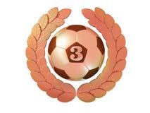 Balón de fútbol con el número 3 en la guirnalda de bronce del laurel Foto de archivo