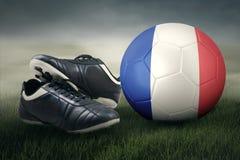 Balón de fútbol con la bandera y los zapatos de Francia Imagen de archivo libre de regalías