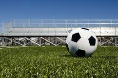 Balón de fútbol con los soportes Imagen de archivo