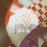 balón de fútbol 3d con el ejemplo de la bandera de Croacia Imagen de archivo libre de regalías