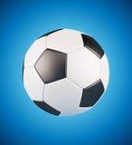Balón de fútbol de cuero en fondo fresco azul Fotos de archivo libres de regalías