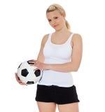 Balón de fútbol de la explotación agrícola de la mujer joven Imagen de archivo libre de regalías