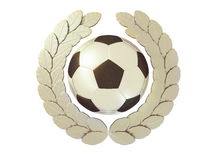 Balón de fútbol de plata en la guirnalda de plata del laurel Imagenes de archivo